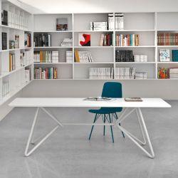 Table piètement laqué blanc plateau métal galvanisé blanc BOAVISTA Varaschin
