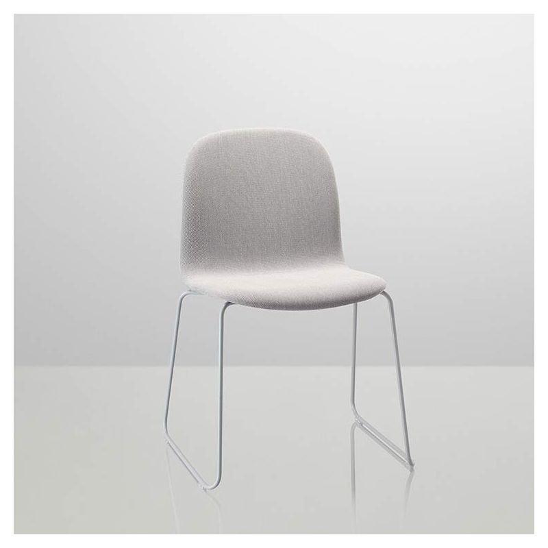 Visu chaise pied luge grise bois tissu for Chaise grise pied bois