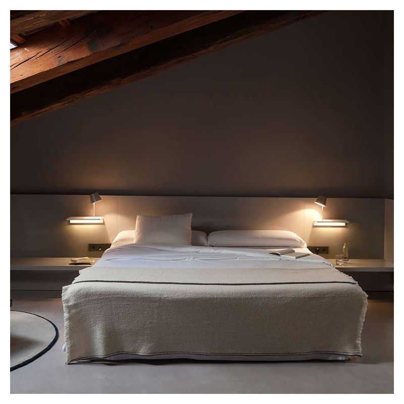 suite tag re lumineuse led avec lampe de lecture vibia. Black Bedroom Furniture Sets. Home Design Ideas