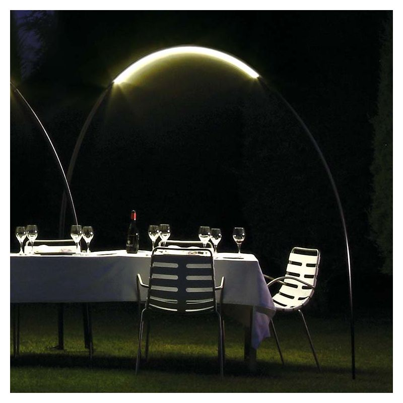 Halley lampe led outdoor lampadaire arc design vibia for Lampadaire interieur led