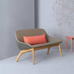 Canapé design en chêne massif MORPH DUO LOUNGE Zeitraum, assise et dossier tissu grège Medina Kvadrat, dos tissu gris Hallingdal