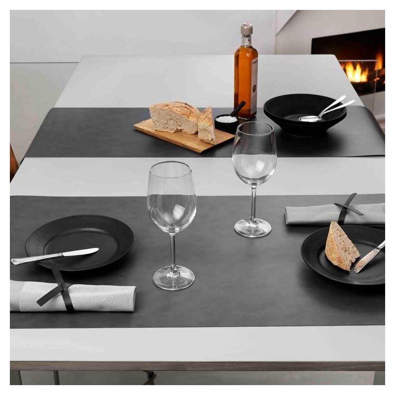 runner chemin de table cuir design lind dna. Black Bedroom Furniture Sets. Home Design Ideas