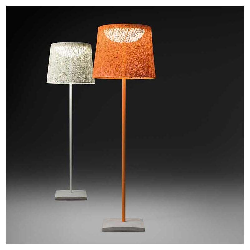 Lampadaires outdoor WIND Vibia blanc et orange