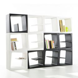 Etagère modulable composée de cubes de rangement QUBY B-Line blancs et noirs
