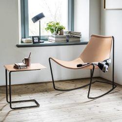 Rocking-chair cuir APELLE DN Midj, pieds noirs, fond de teint U64 et table d'appoint