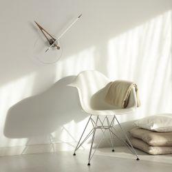 Horloge murale CRIS, aiguille fibre de verre blanche pointe noyer Nomon