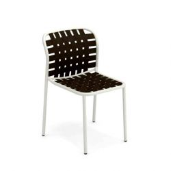Chaise empilable YARD Emu chassis blanc 23 et sangle marron 57